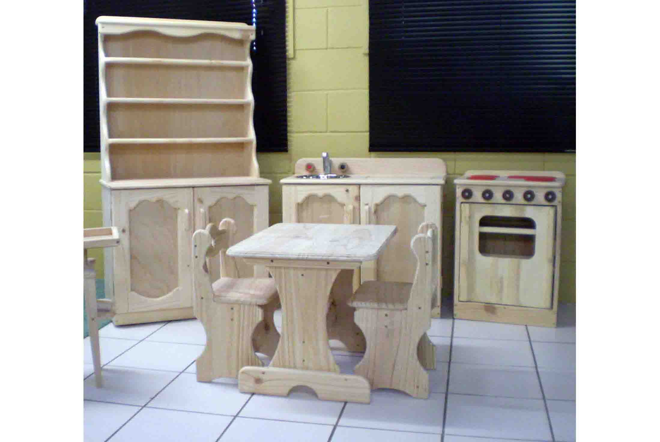 Hutch sink stove and table and chairs plan