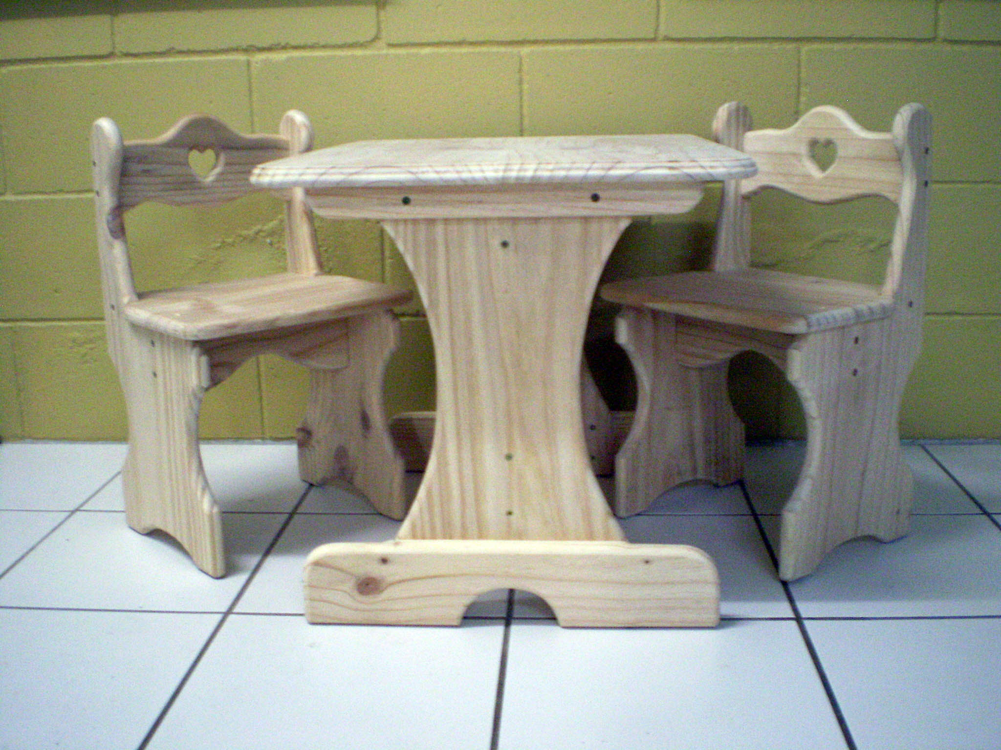 Wooden Table and chairs for children easy to make